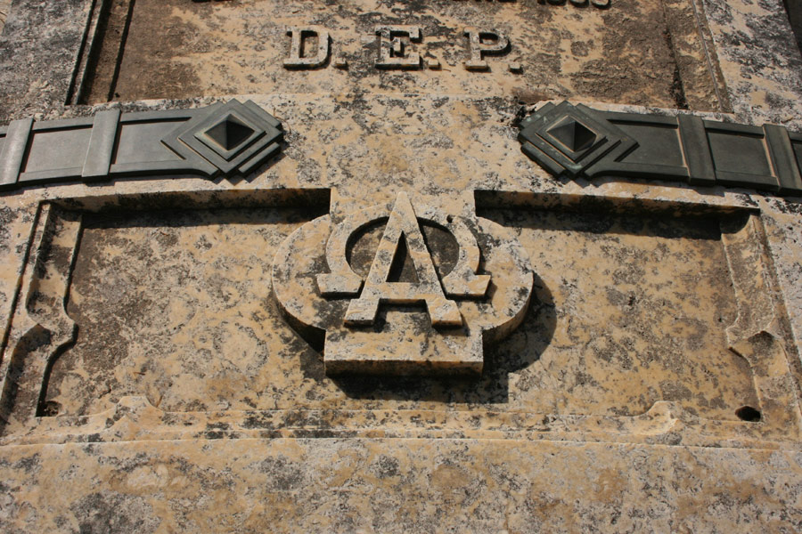 alfa-omega-2-simbologia-cementerio-general-valencia