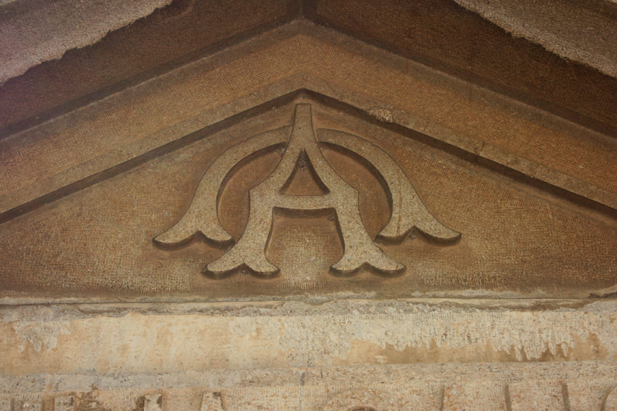 alfa-omega-simbologia-cementerio-general-valencia