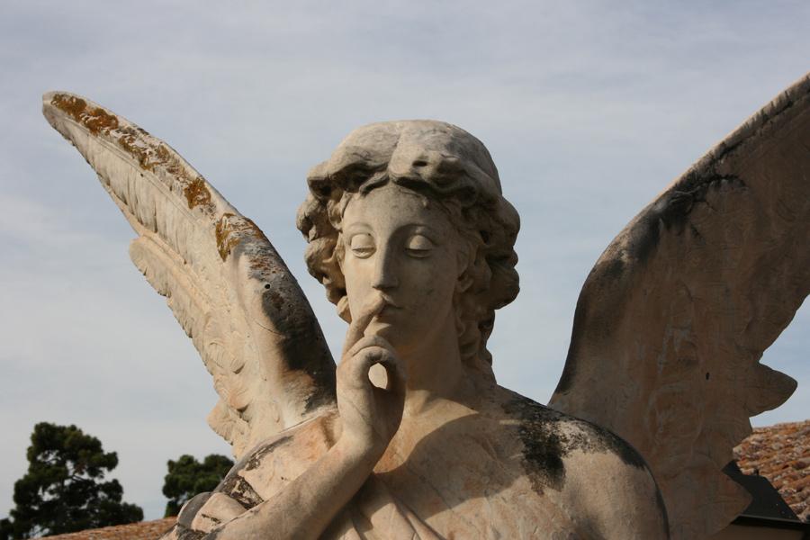 Detalle Angel del Silencio familia Burriel. Museo del Silencio. Cementerio General de Valencia