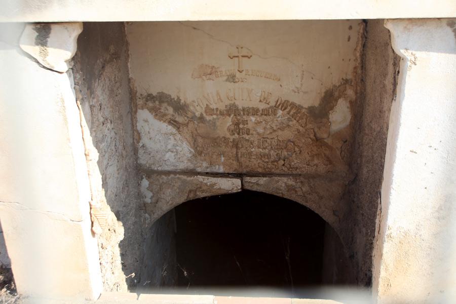 Entrada panteón de Virginia Dotres. Museo del Silencio. Cementerio General de Valencia