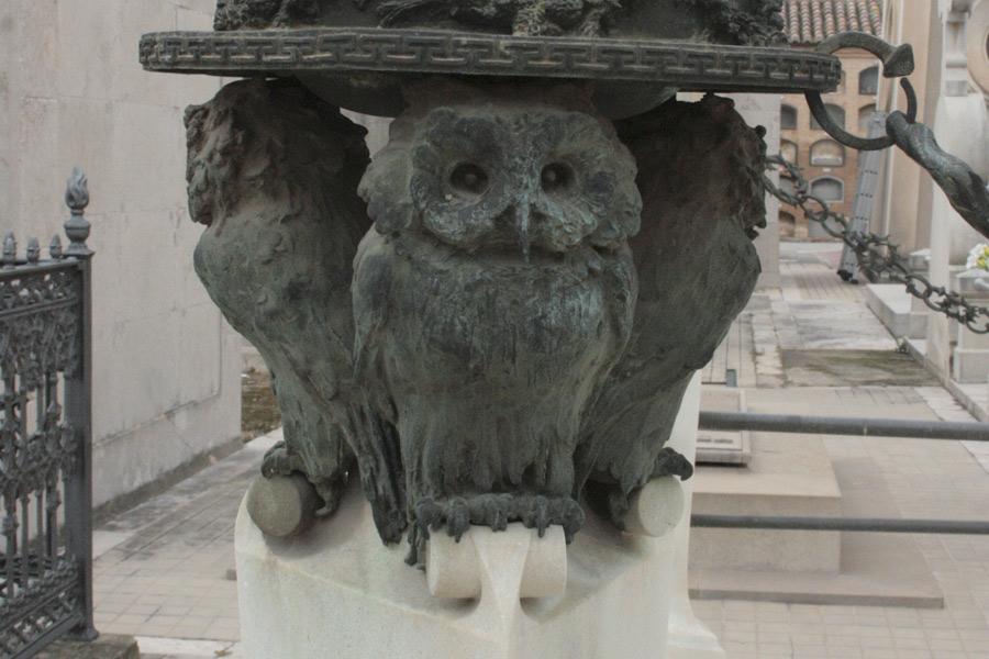 Buhos de simbología en el Museo del Silencio, de JC media