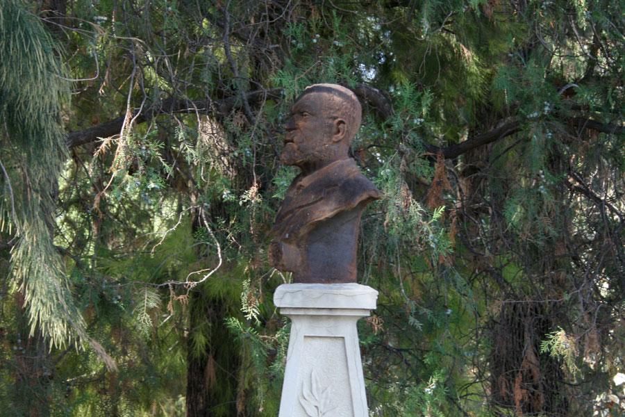 Perfil del busto de Constantí Llombart, en el Museo del Silencio. Cementerio General de Valencia