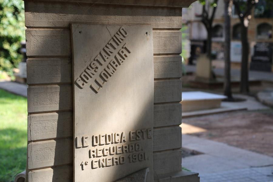 Placa en la tumba de Constantí Llombart, en el Museo del Silencio. Cementerio General de Valencia