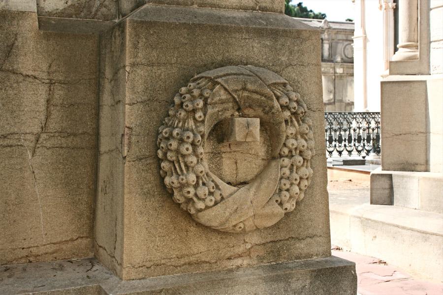 corona-simbologia-cementerio-general-valencia