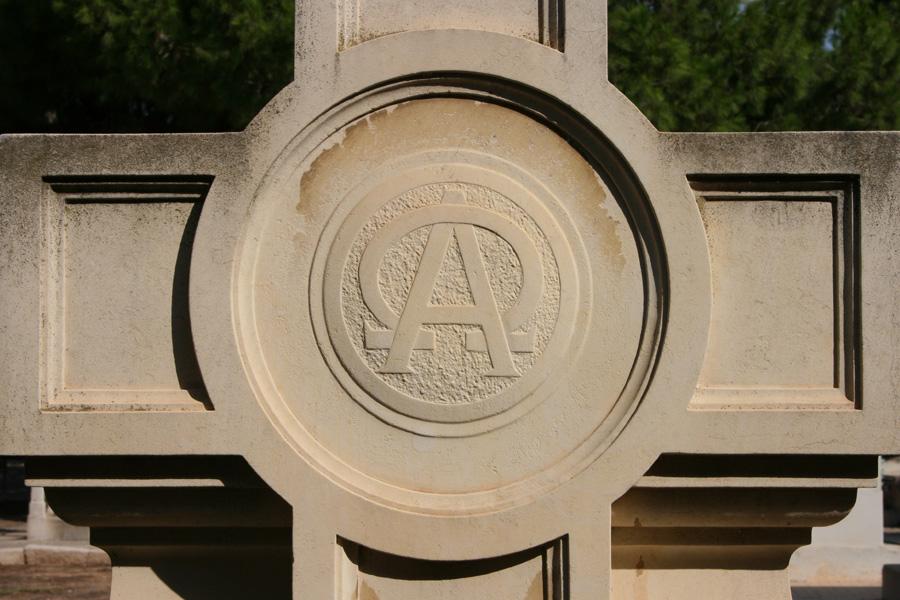 cruz-alfa-omega-simbologia-cementerio-general-valencia