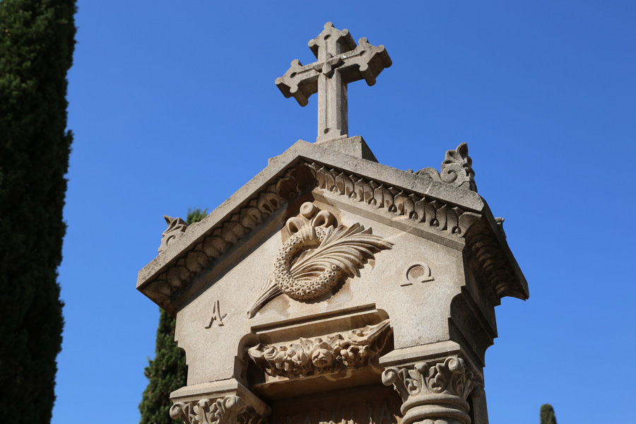 detalle-simbologia-cementerio-general-valencia