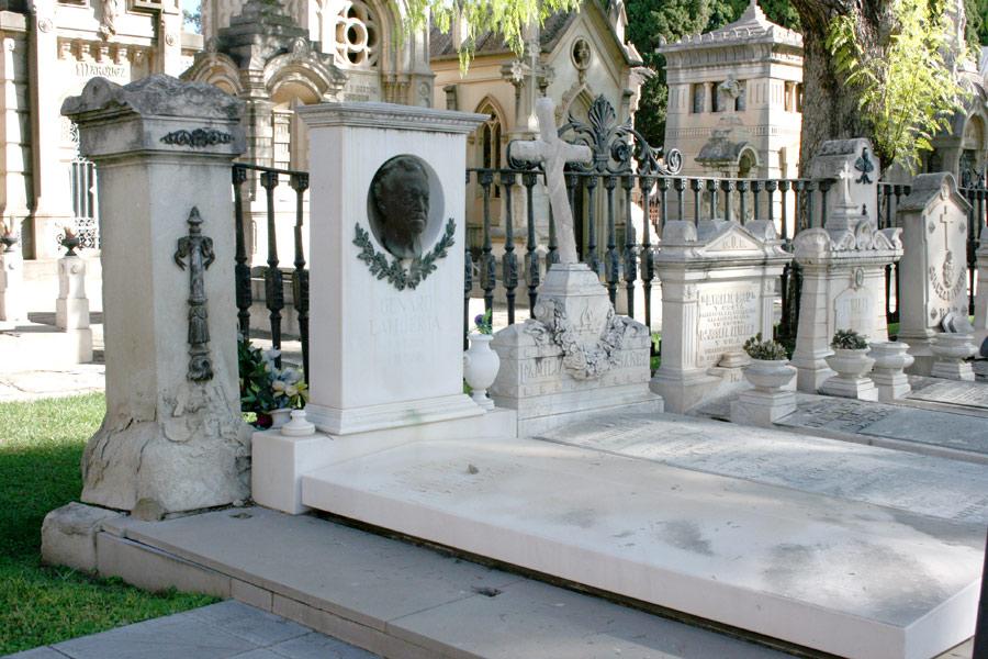 General tumba Genaro Lahuerta en el Museo del Silencio de JC media y el Cementerio General de Valencia