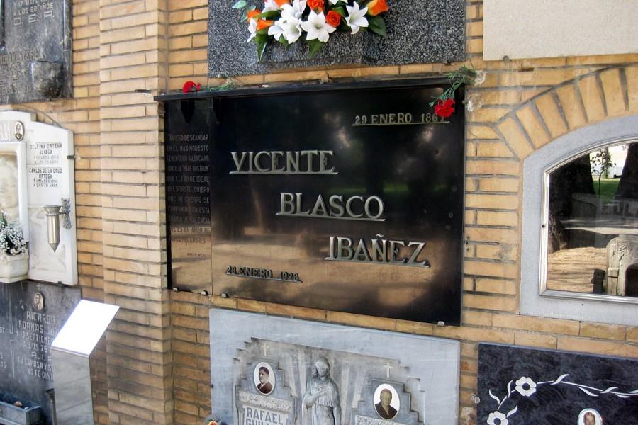 Lápida de Vicente Blasco Ibañez en el Museo del Silencio, de JC media.