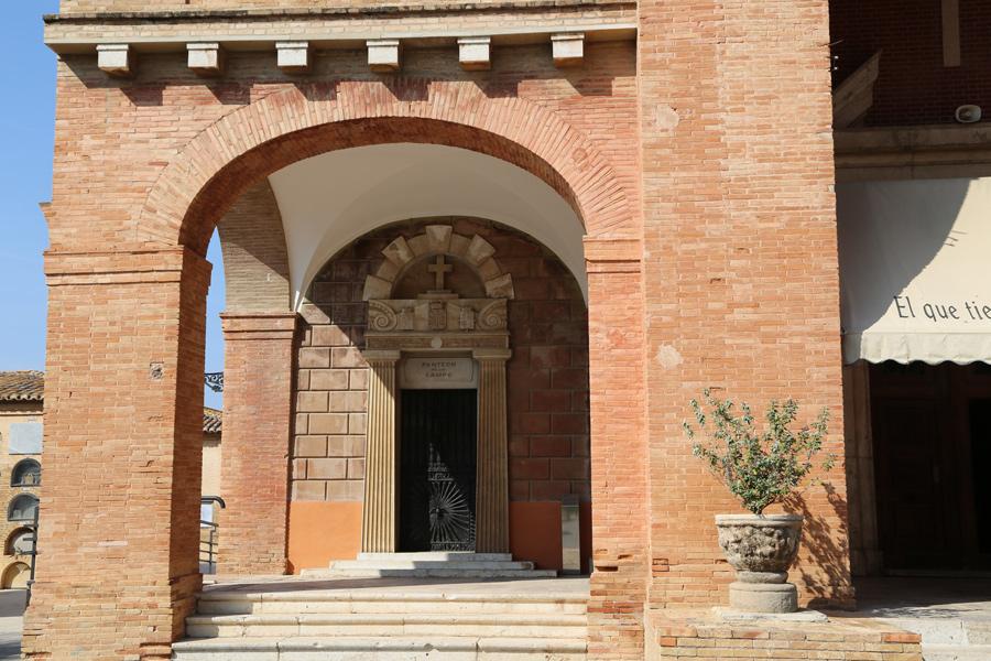 General de entrada a la tumba del Marqués de Campo, en el Museo del Silencio, de JC media.