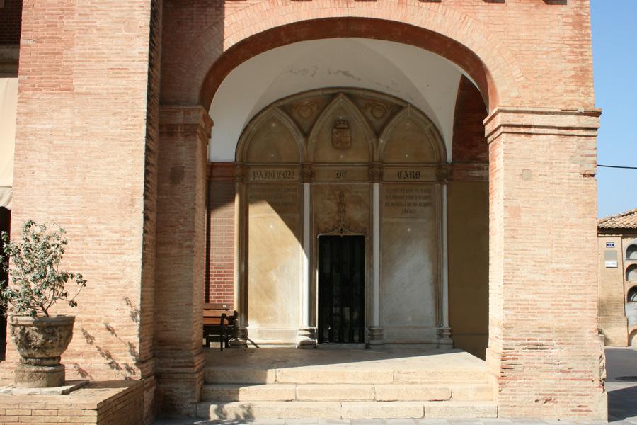 Tumba del Marqués de Caro, en Museo del Silencio, de JC media. Cementerio General de Valencia