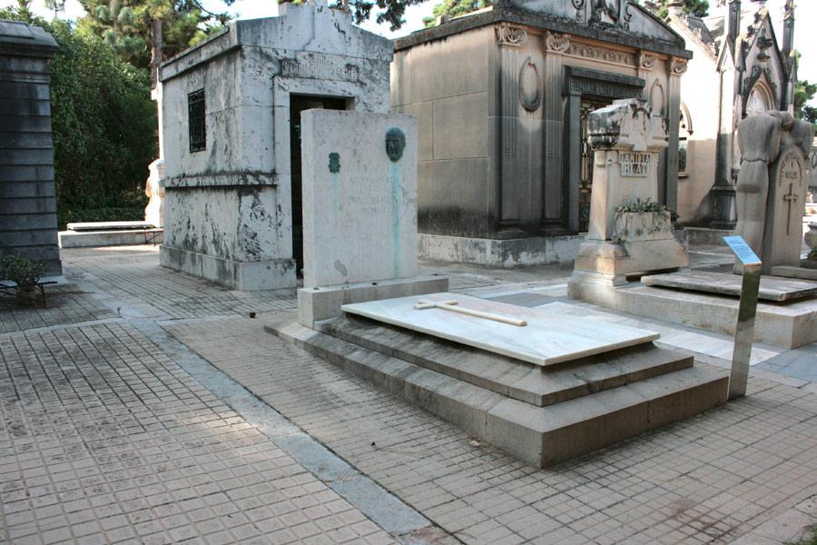 general de la tumba de Maximiliano Thous en el Museo del Silencio de JC media