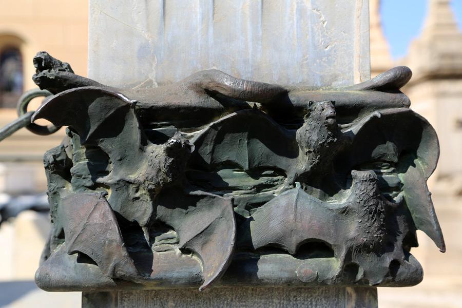 murcielagos-simbologia-cementerio-general-valencia