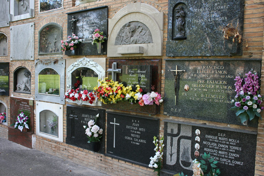 Lápida Nino Bravo en Museo del Silencio de JC media