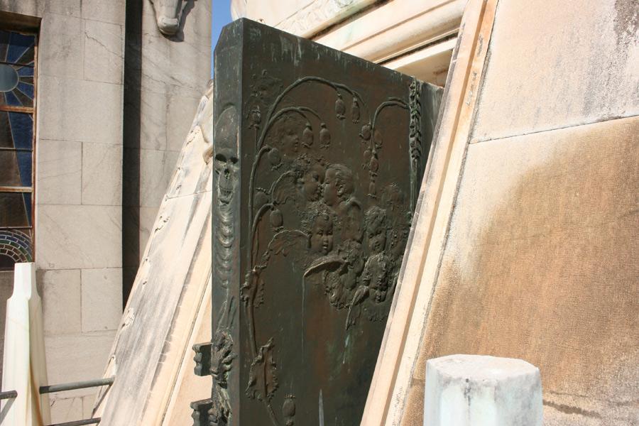 Puerta panteon moroder. Museo del Silencio. Cementerio General de Valencia