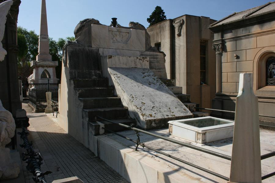 trasera del panteón de la familia Moroder, en el Museo del Silencio. Cementerio General de Valencia