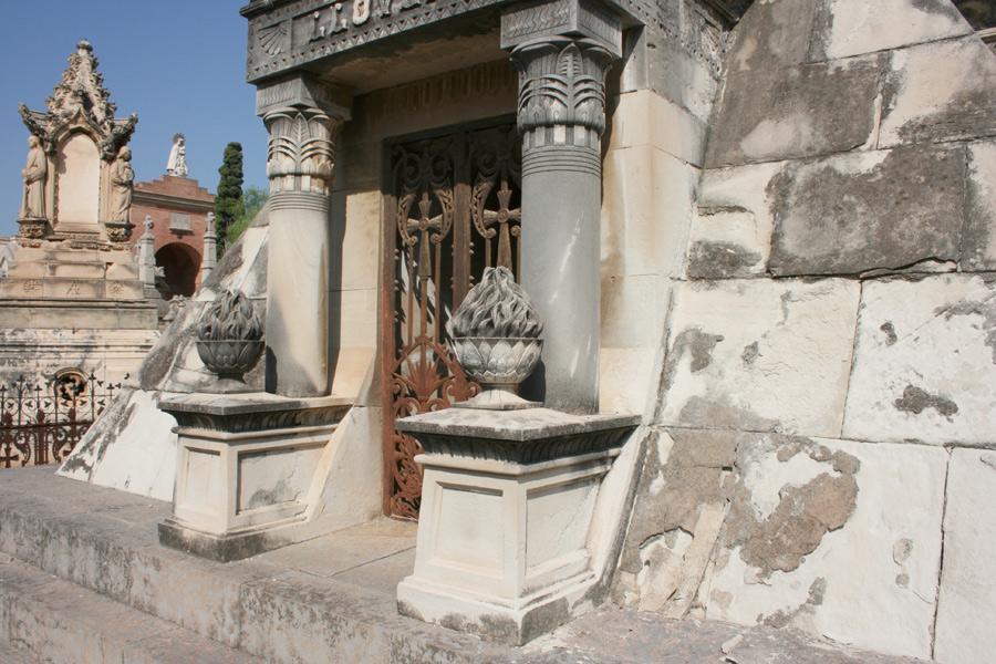 piramide-llovera-cementerio-general-valencia-detalle