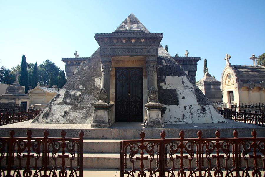 piramide-llovera-cementerio-general-valencia-frontal