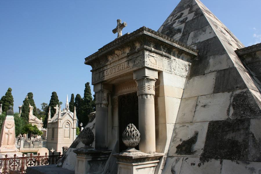 piramide-llovera-cementerio-general-valencia-perfil