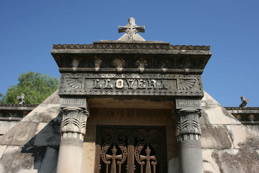 piramide-llovera-cementerio-general-valencia-portico