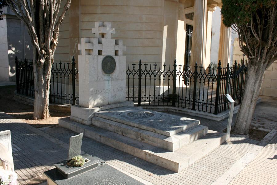 General tumba de Salvador Giner Vidal en Museo del Silencio de JC media