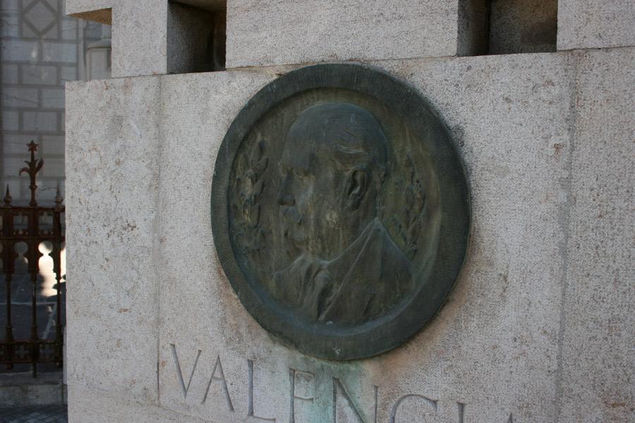 Detalle tumba Salvador Giner Vidal en Museo del Silencio de JC media