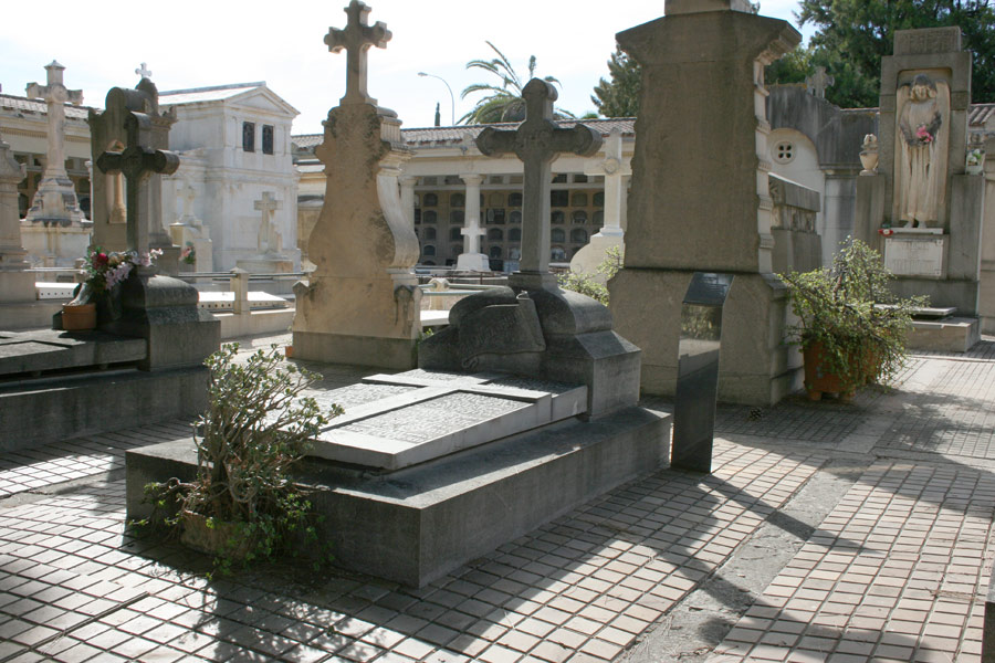 General tumba Salvador Tuset en Museo del Silencio de JC media y Cementerio General de Valencia