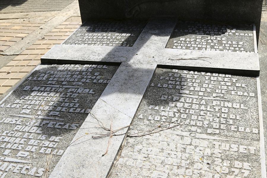 Inscripción en la losa Salvador Tuset Tuset, en el Museo del Silencio. Cementerio General de Valencia
