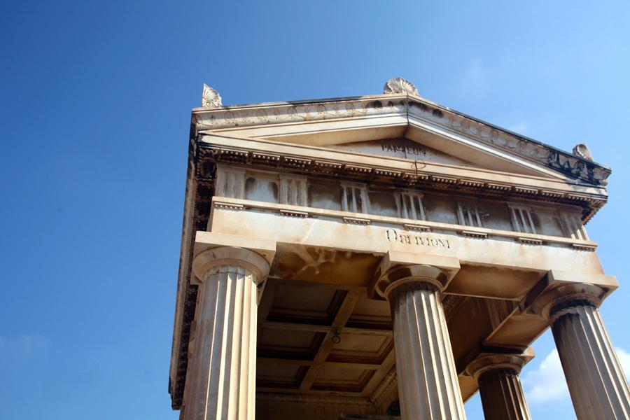 Columnas del panteón de Virginia Dotres, en el Museo del Silencio. Cementerio General de Valencia